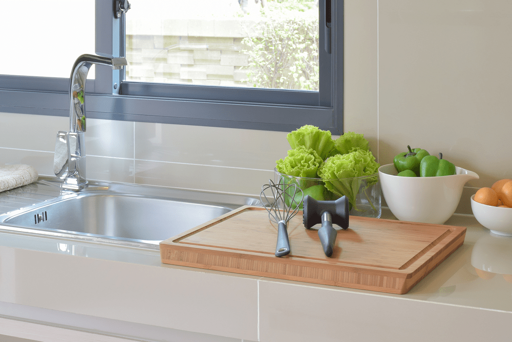 how to organize small kitchen space